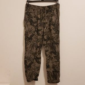 NWOT Old Navy Leaf Print Ankle Pants